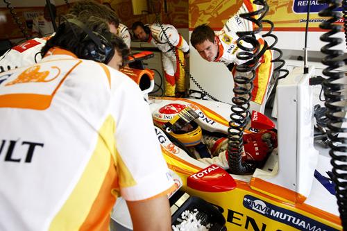 Fernando Alonso - Photo: Glenn Dunbar/LAT Photographic