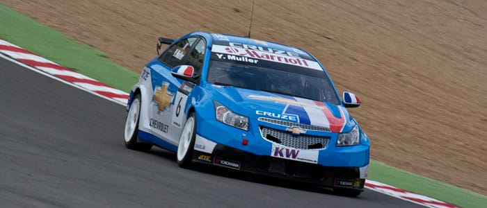 Yvan Muller pushes hard at Brands Hatch - Photo credit: Vince Pettit