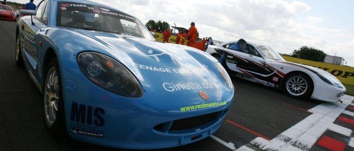 Louise Richardson and Chris Swanwick line up on the grid - Photo credit: Jakob Ebrey Photography