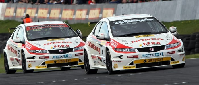 BTCC Knockhill Race Two Hondas On The Point