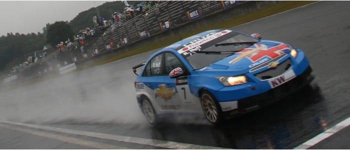 Rob Huff crosses the line - Photo Credit: fiawtcc.com