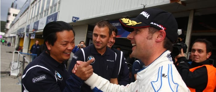 Priaulx celebrates his pole with his team - Photo Credit: fiawtcc.com