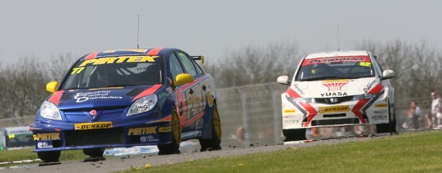 NGTC Vectra and Honda - Photo Credit: BTCC.net