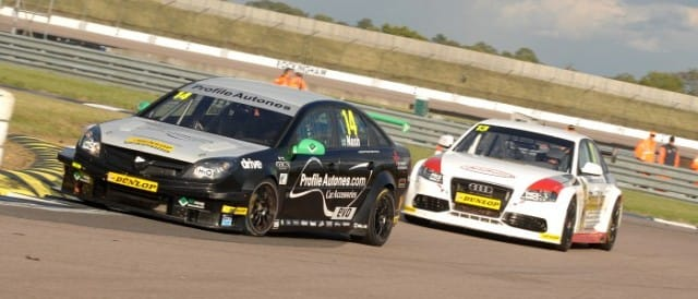 James Nash leads Rob Austin (Photo Credit: Chris Gurton Photography)