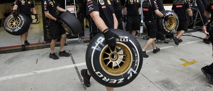 Renault prepare for a tyre change in Monza - Photo Credit: Pirelli