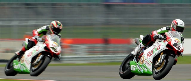 Michael Rutter leads Martin Jessopp - Photo Credit: Rapid Solicitors-Bathams Ducati