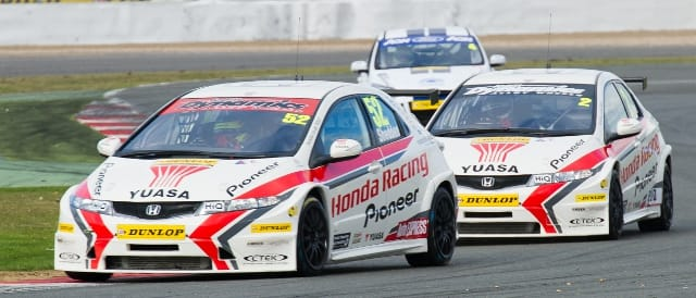 Gordon Shedden lead Matt Neal (Photo Credit: Jon Hobley)