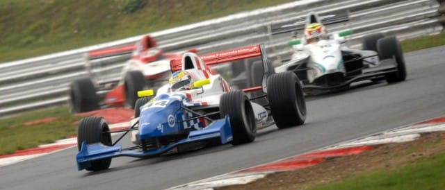Rowland leads Dan Wells and Felix Serralles (Photo Credit: Chris Gurton Photogrpahy)