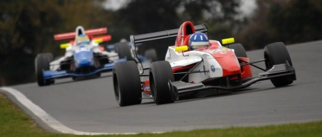 Josh Hill leads Oliver Rowland (Photo Credit: Chris Gurton Photography)