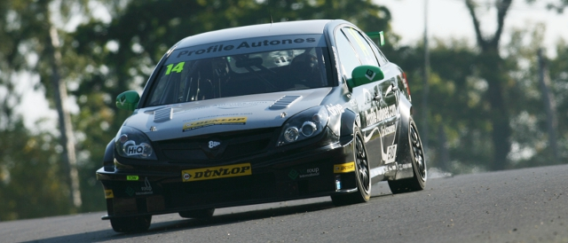 James Nash took a Vectra to the 2011 Independents' title (Photo Credit: BTCC.net)