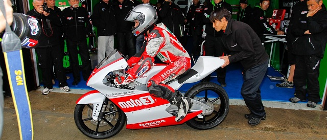 Alan Techer tests his Moto3 machine at Valencia - Photo Credit: MotoGP.com