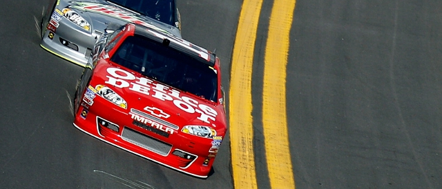 Eventual winner Tony Stewart leads during the first Gatorade Duel (Photo Credit: Chris Graythen/Getty Images for NASCAR)