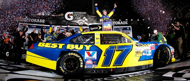 Matt Kenseth celebrates in Victory Lane (Photo Credit: Todd Warshaw/Getty Images for NASCAR)