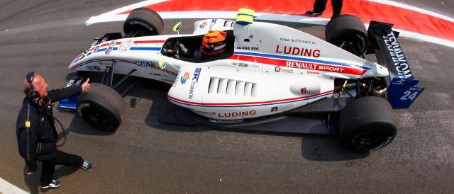 Daniil Move in P1's 2011 FR 3.5 machine (Photo Credit: Renault Sport)