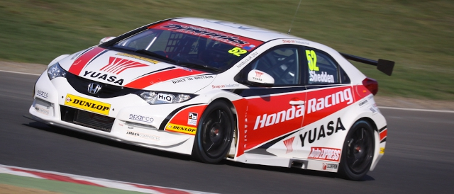 Honda Yuasa Racing tested their newly liveried Civics on a busy day at Brands Hatch (Photo Credit: StevenKnightley.com)