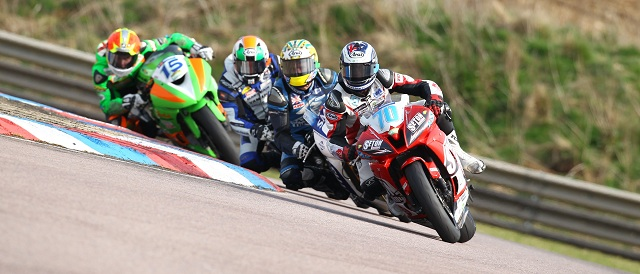 The Supersport riders race wheel to wheel at Thruxton - Photo Credit: Motorsport Vision