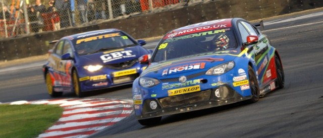 Plato leads Jordan through Druids in the closing laps (Photo Credit: Chris Gurton Photography)