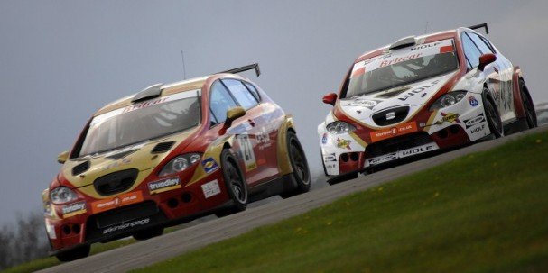 Production Cup battle, Donington Park (Photo Credit: Chris Gurton Photography)
