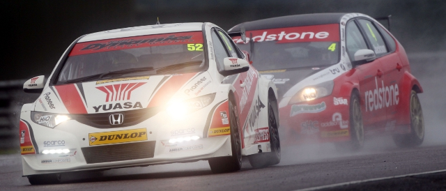 Shedden lead Mat Jackson on his way to a third win of the year (Photo Credit: btcc.net)