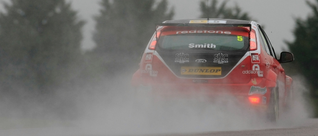 Aron Smith leaves a trail of spray in the Hampshire rain (Photo Credit: btcc.net)