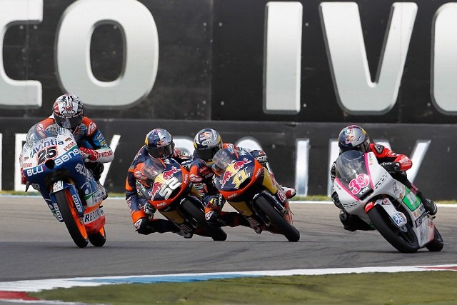 The Moto3 race is decided at the last corner - Photo Credit: MotoGP.com