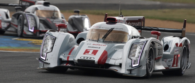 #1 Audi R18 e-tron quattro continues to lead (Photo Credit: Audi Motorsport)