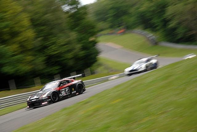 The final lap: Mardenborough leads Adam (Photo Credit: Chris Gurton Photography)