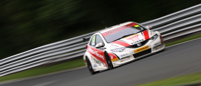 Gordon Shedden races around Oulton Park (Photo Credit: btcc.net)