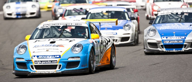 Tordoff leads the pack into turn one