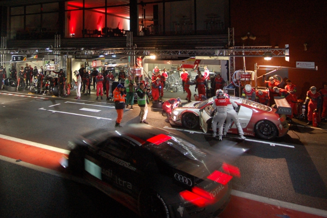 Audi's team prepare to go to work for another pitstop (Photo Credit: Jake Yorath/l'endurance)