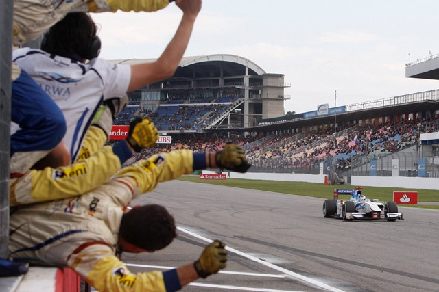 Johnny Cecotto took victory in the GP2 Series feature race at Hockenheim thanks to his gamble on slicks at the start of the race paying off.