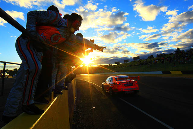 Jamie Whincup secures first win at Sydney Motorsport Park Photo credit: TeamVodafone