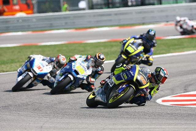 Bradley Smith battles with former 125cc rival Julian Simon - Photo Credit: Tech 3