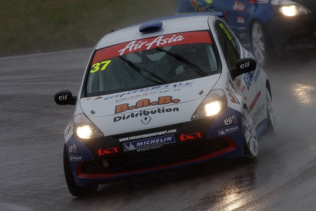 First year AirAsia Renault Clio Cup UK driver Rob Smith made a long awaited return to the top ten with an excellent drive at Rockingham. After putting himself on the...