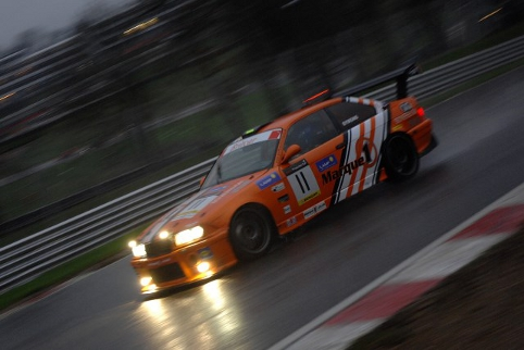 Symons' chase for the lead faltered in traffic (Photo Credit: Chris Gurton Photography)