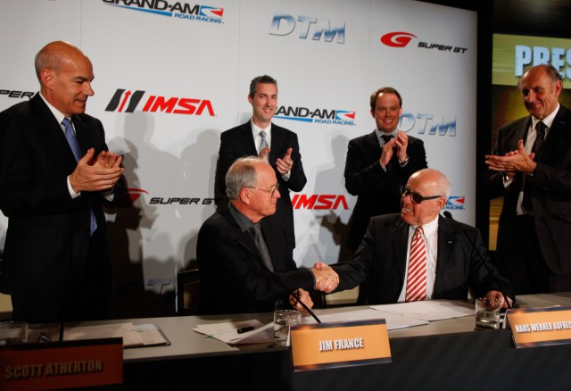 Jim France and Hans Werner Aufrecht shake hands after signing the new agreement for the future (Image credit: DTM Media)