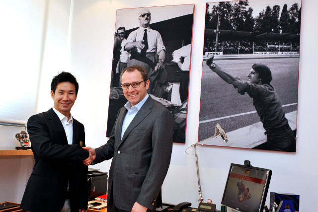 Kobayashi shakes on the deal with Stefano Domenicali (Photo Credit: Ferrari.com)