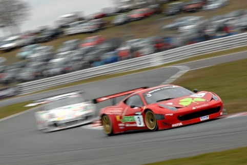 Simonsen led from pole, keeping Tandy at bay (Photo Credit: Chris Gurton Photography)