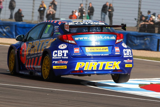 Jordan passed Shedden to take the win (Photo Credit: btcc.net)