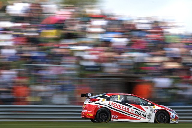 Neal took advantage to snatch victory from Andrew Jordan (Photo Credit: btcc.net)