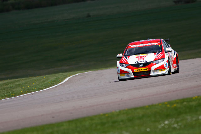 Gordon Shedden complted a Honda sweep of the three races at the Hampshire track (Photo Credit: btcc.net)