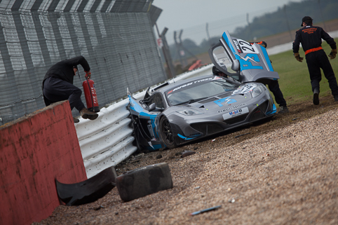 David Jones crashes the Preci-Spark McLaren heavily on cold tyres (Credit: Tom Loomes)