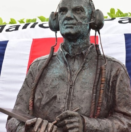 Adrian_Newey_statue_unveiled_at_Mallory_Park