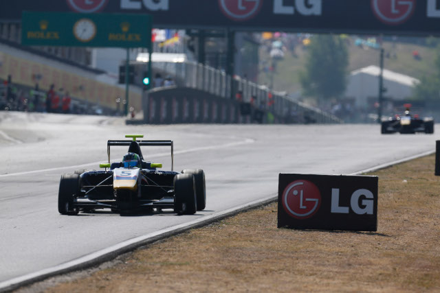 MW Arden cars claimed first and second (Credit: Alastair Staley/GP3 Media Service)