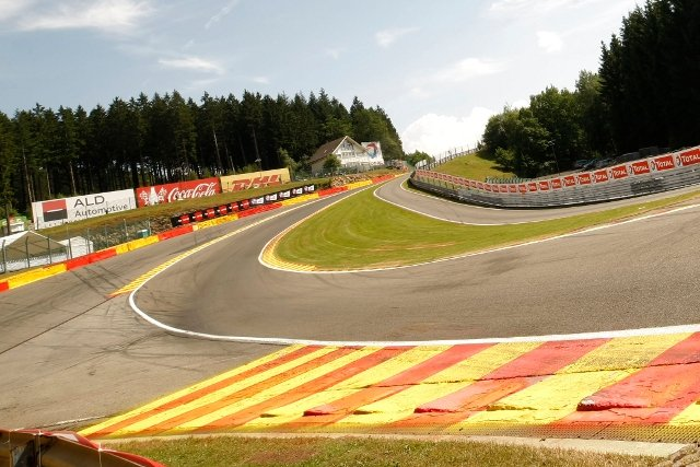 Sunshine greeted the British G3 teams at Spa (Credit: SRO)