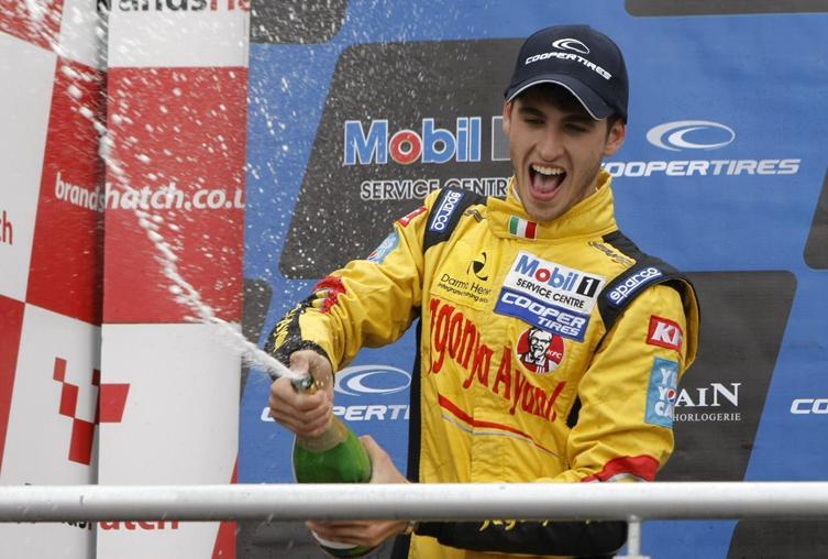 Giovinazzi 2013 podium Brands