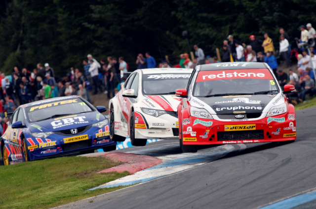 Smith attacks the Knockhill circuit in 2012 (Photo: btcc.net)
