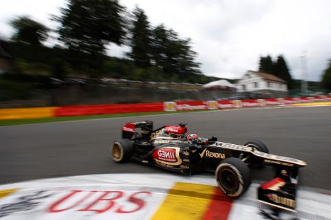 Lotus suspect that a visor tear-off blocked one of Raikkonen's brake cooling ducts - Photo Credit: Steven Tee/Lotus F1 Team
