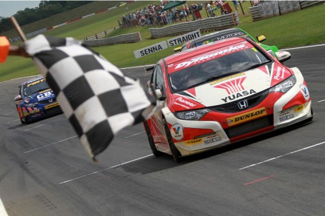 Although Shedden and Jordan both won, they were punished also at Snetterton (Photo: btcc.net)
