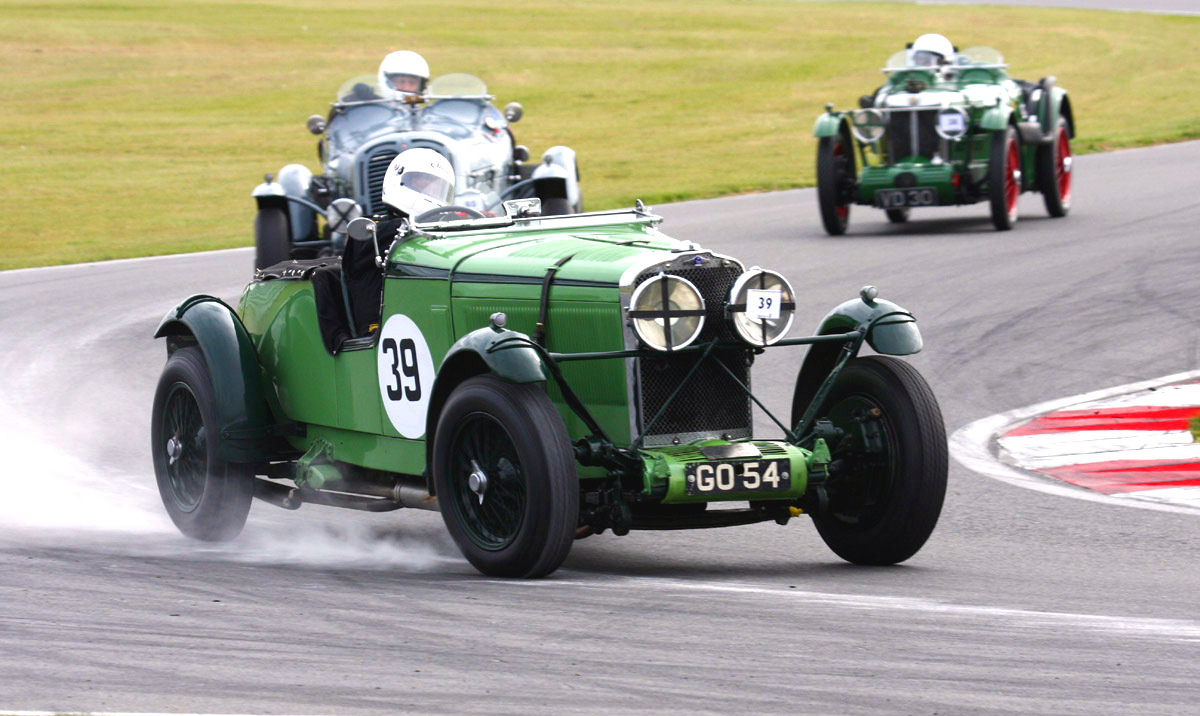 Vintage Sports Car Club Returns To Snetterton The